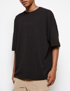 Muzca Black Dark Essential T-shirt