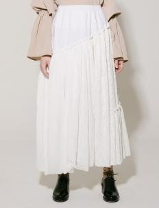 I.K.Y.K Off White Daisy Skirt