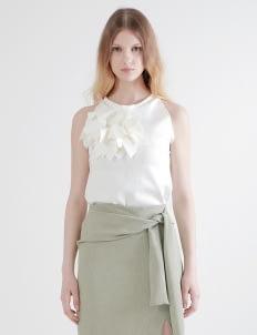 Cara Woman White Regina Flower Top