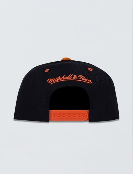 Mitchell & Ness New York Knicks Solid Velour Logo Snapback