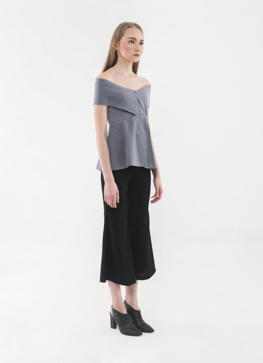 Anynome Gray Scarlet Top